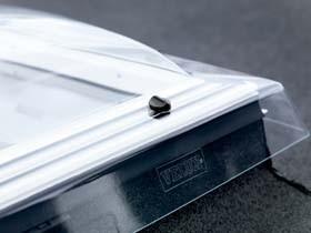 Fen tre toit plat ou fen tre coupole for Installer une fenetre de toit
